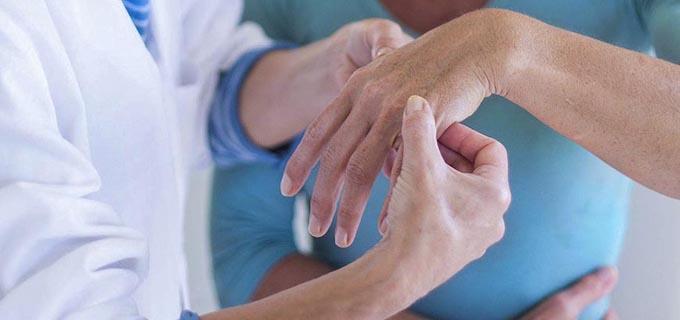 tratamiento-reumatologia-manos